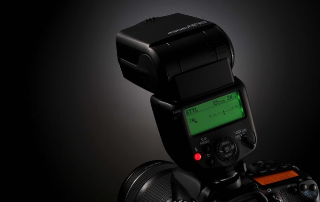 8085_SPEEDLITE-430EX-III-RR-on-camera-628×397